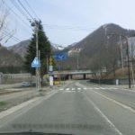 50メートルでカルチャーセンター裏手(右側にカルチャーセンターが見える。)正面、高速道路の手前を左折する。